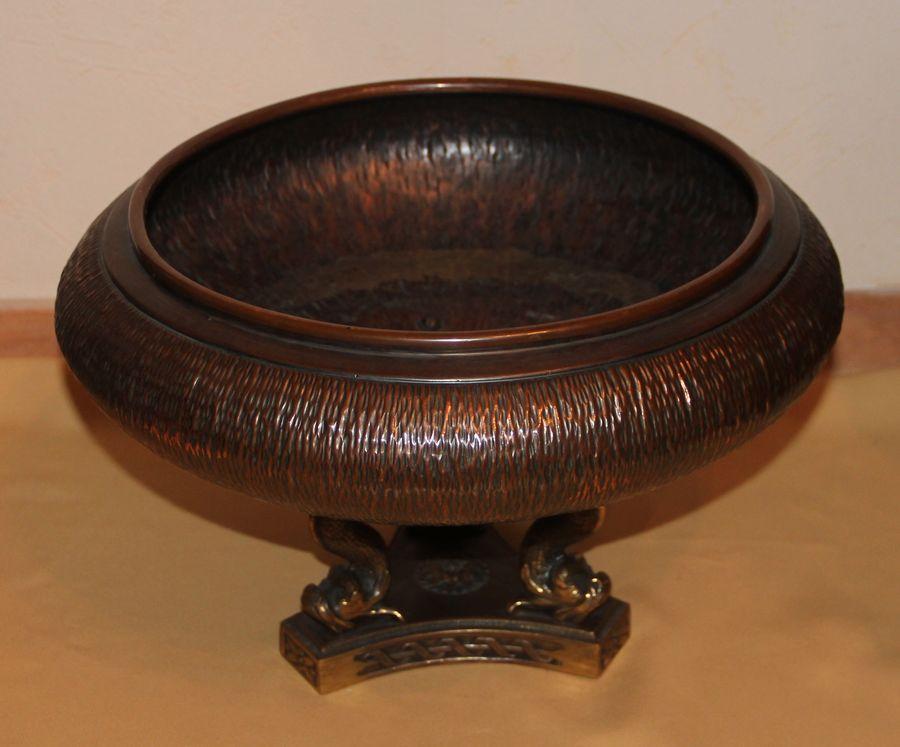 Медная ваза на трех бронзовых ножках