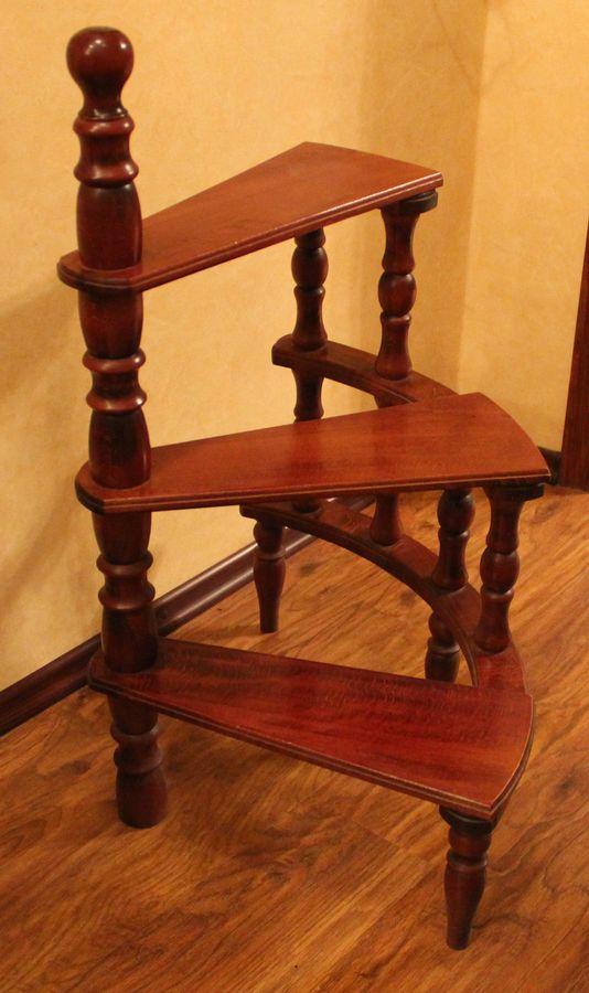 Лестница кабинетная на три ступеньки