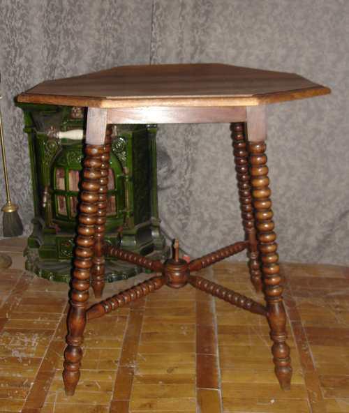 Столик восьмиугольный