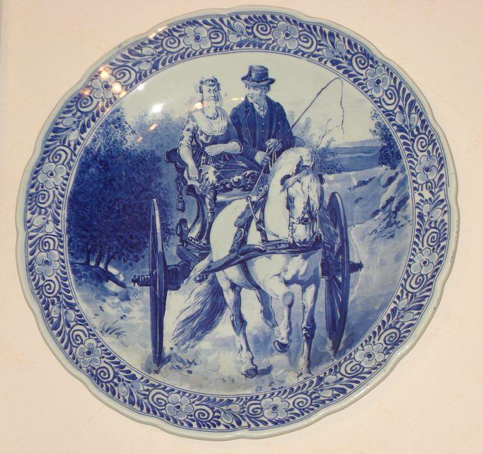 Тарелка декоративная «Пара на телеге»