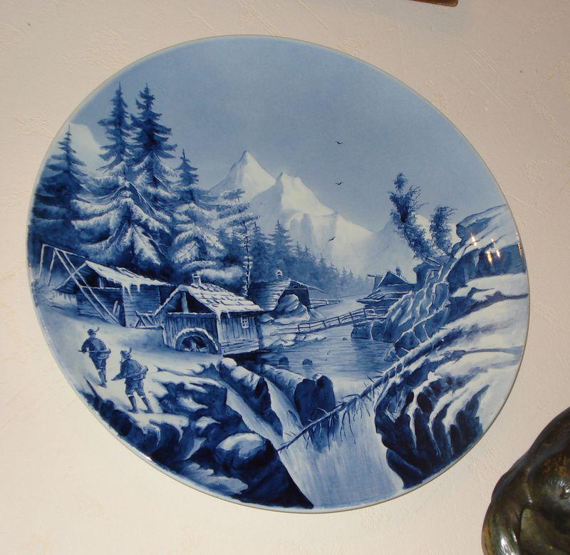 Декоративная тарелка «Охотники у горной реки»