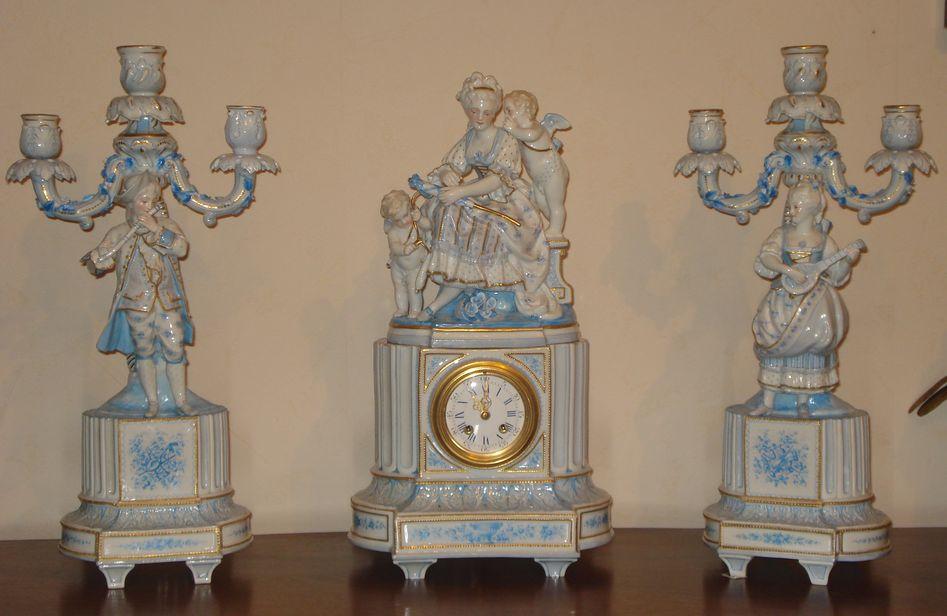 Фарфоровые часы с канделябрами