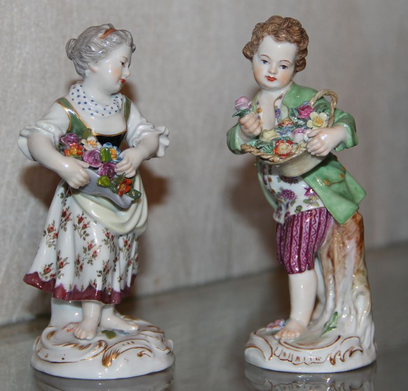 Парные фигурки символизирующие весну