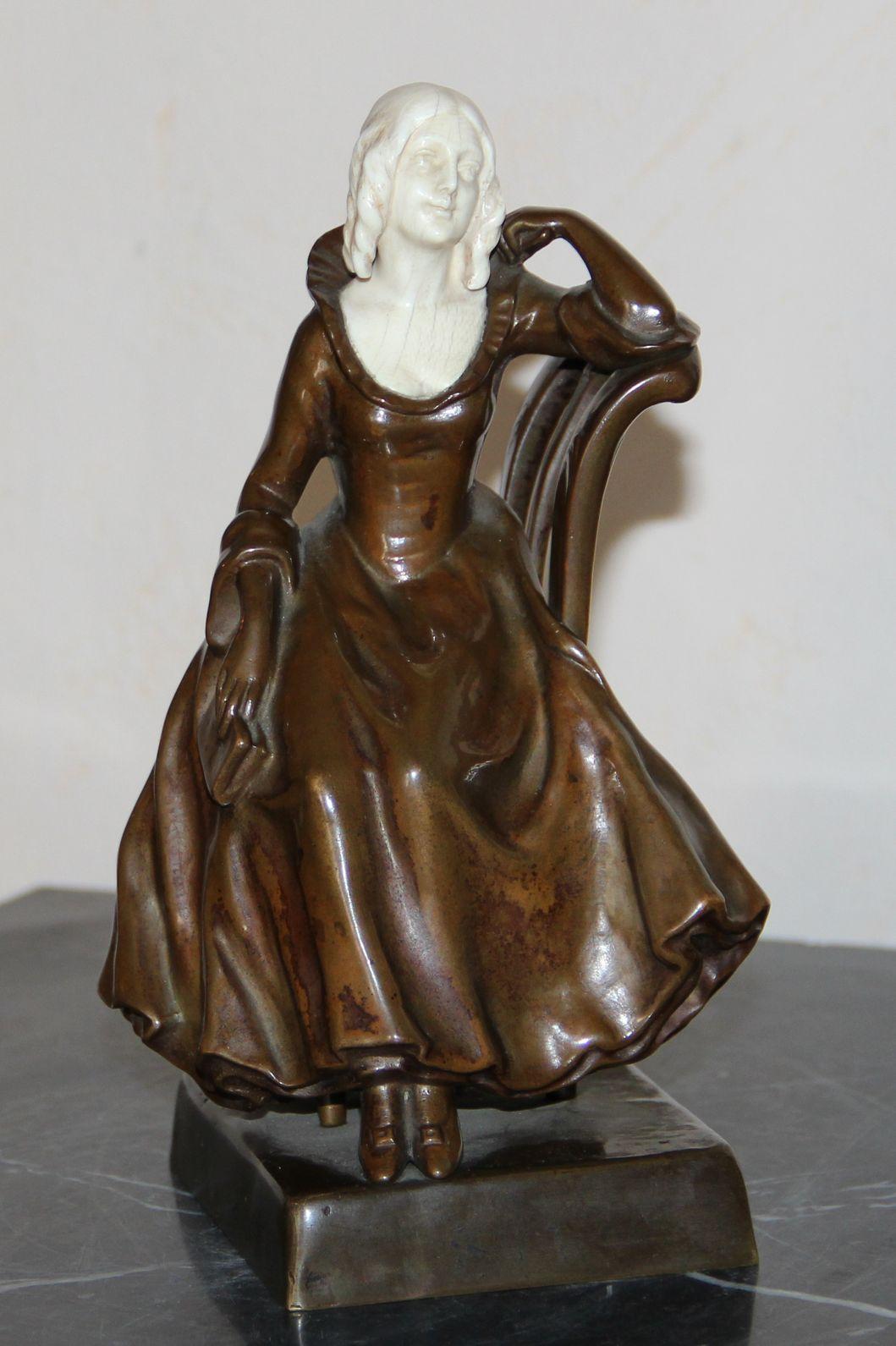 Скульптурная композиция «Девушка с книгой»