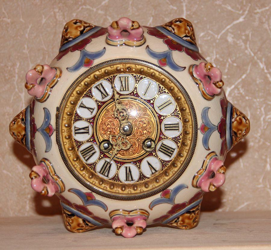 Часы настольные в керамическом корпусе