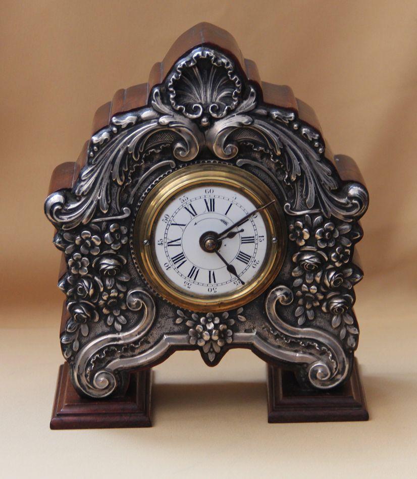 Настольные часы-будильник