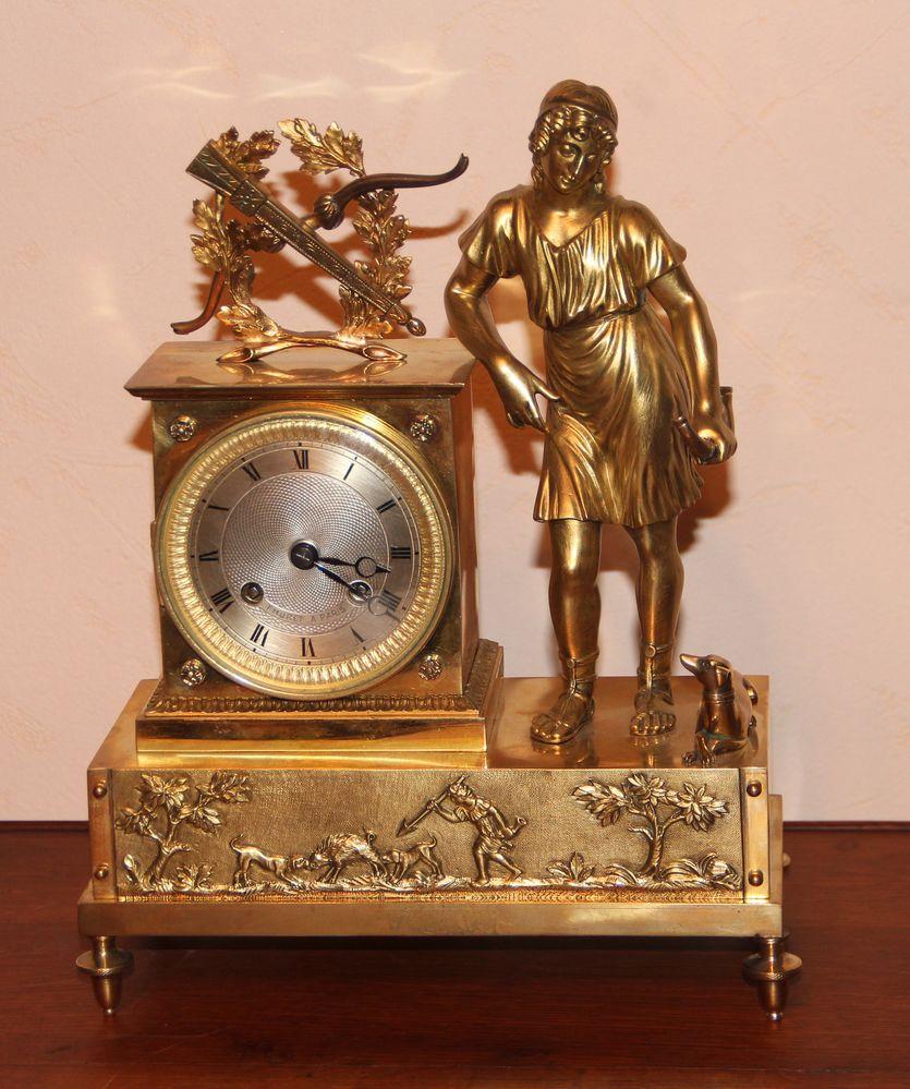 Часы каминные с фигурой Дианы охотницы
