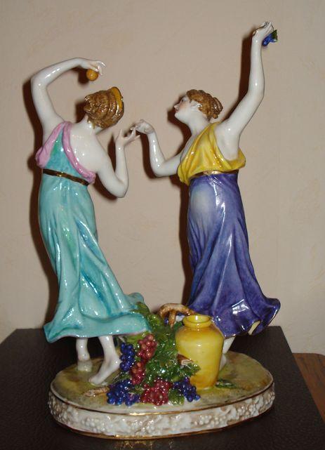 Девы в танце с виноградом