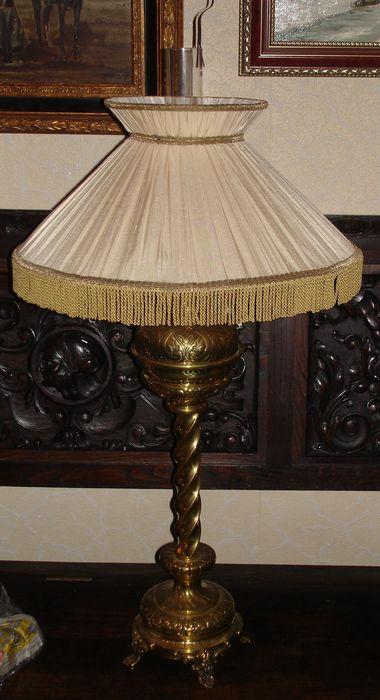 Лампа масляная с абажуром